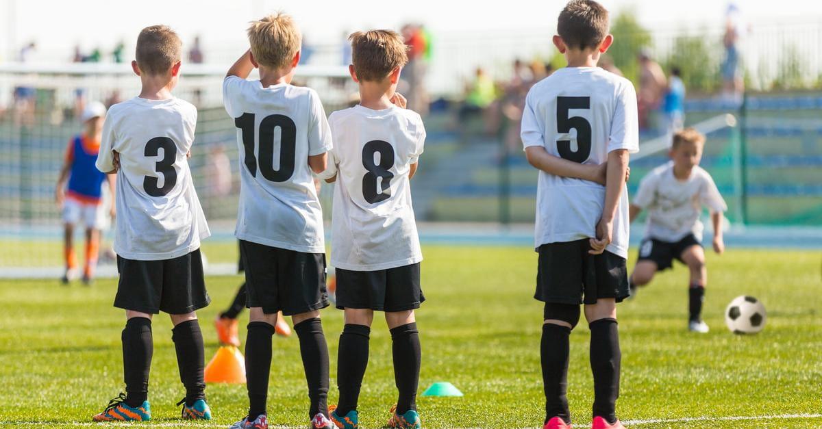 برنامه ریزی تمرینات فوتبال مطابق سن فوتبالی بازیکن