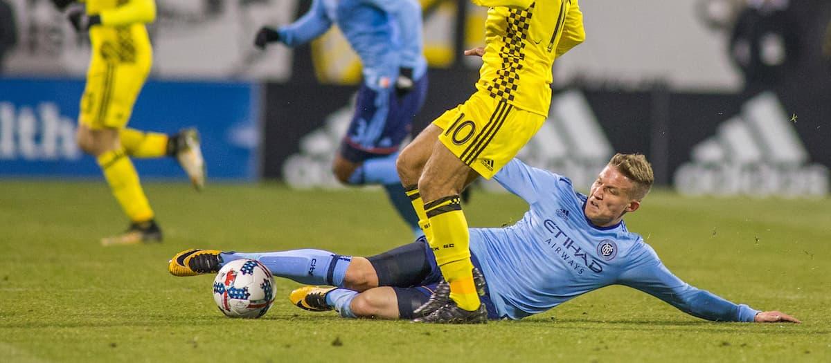 آموزش تکل زدن نوک پا در فوتبال